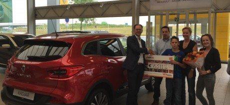 VKV Groep overhandigt cheque aan Team Daan van de Werken (Kika)