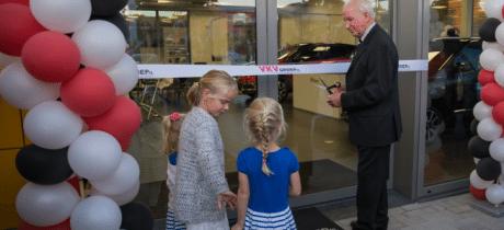 Nieuw pand VKV Renault Wijk bij Duurstede feestelijk geopend