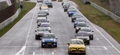 160 sportieve Renault modellen op circuit van Zandvoort