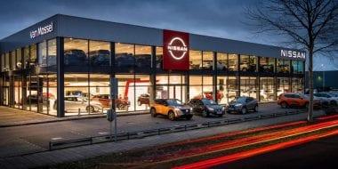 Van Mossel Nissan Amsterdam eerste in Europa met nieuw Nissan logo